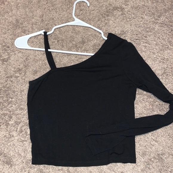 black one sleeve top
